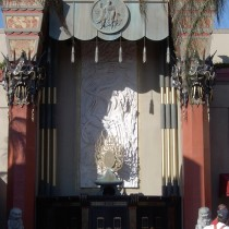 GRAUMAN CHINESE set - Entrance door view / all sculpted from the masks to the dragon panel, the varied door ornementations