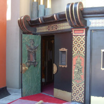GRAUMAN CHINESE set - Close view of varied door ornementations