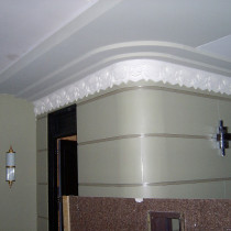 7000 ROMAINE set - Close view of mouldings on radius