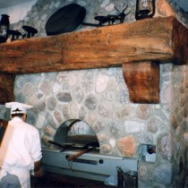 LA FORGE Restaurant Mont-Tremblant 1998 - Production, installation and painting of false stones and false wood beam in plaster