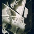 Violons 1997 - Sculpture en plasticine, moulée et produite en plâtre pour fin de reproduction commerciale