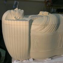 NIGHT AT THE MUSEUM 2014-SARCOPHAGE DU FILS DU PHARAON - Sculpture directe dans l'uréthane rigide ou sign foam. Voici Gerald D'Onofrio mon partenaire pour cette sculpture