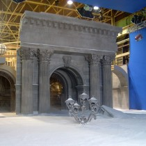 NEW YORK LIBRARY SNOWLAND set - Sculpted varied ornementation. White cement floor